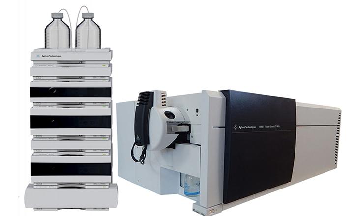 کروماتوگرافی مایع با طیف سنج جرمی دوگانه (LC-MS/MS)